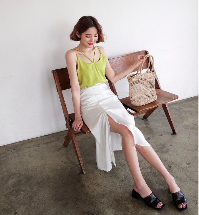 7 mẫu chân váy midi hóa nàng thơ